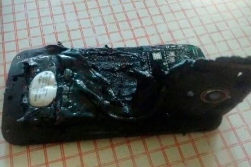 A un cordobes le explotó el celular mientras dormía y sufrió varias quemaduras
