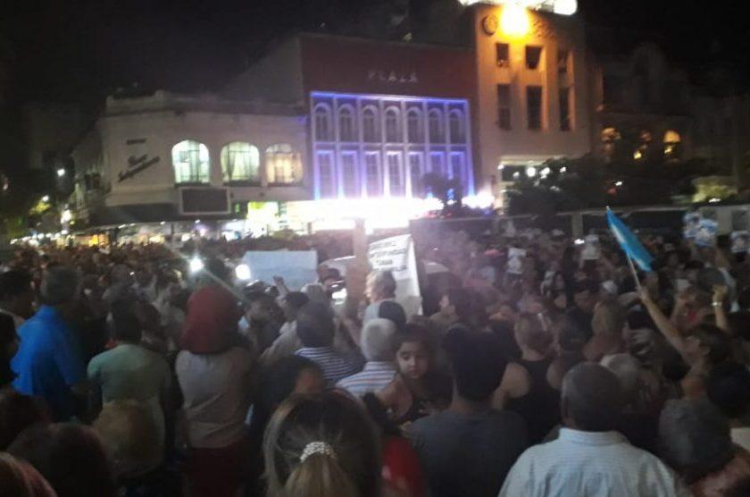 Tucumanos se concentraron Plaza Independencia reclamando seguridad al gobierno de Manzur
