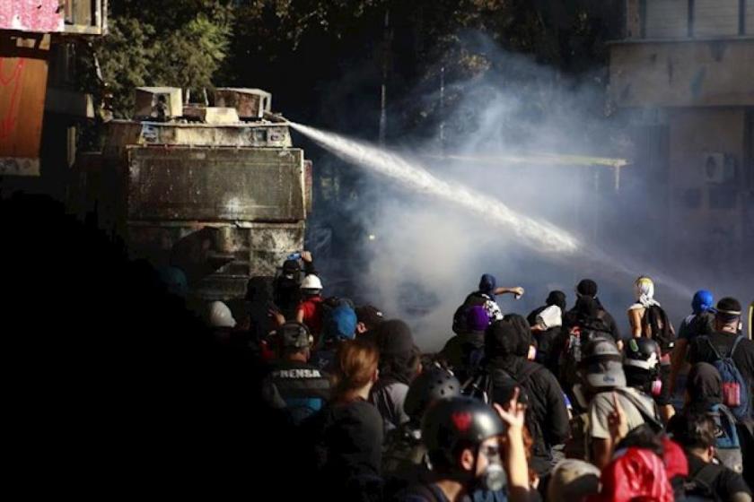 CHILE: Suman mas de 35 detenidos los detenidos por disturbios en Santiago de Chile y hay 59 carabineros heridos