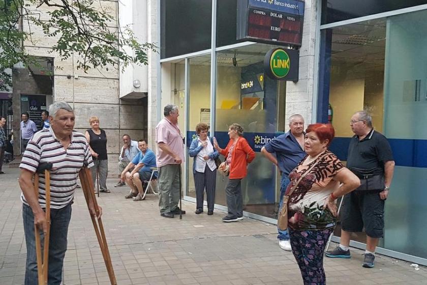 Actividad en los BANCOS: Las dos primeras horas de atención serán exclusivas para atender a jubilados