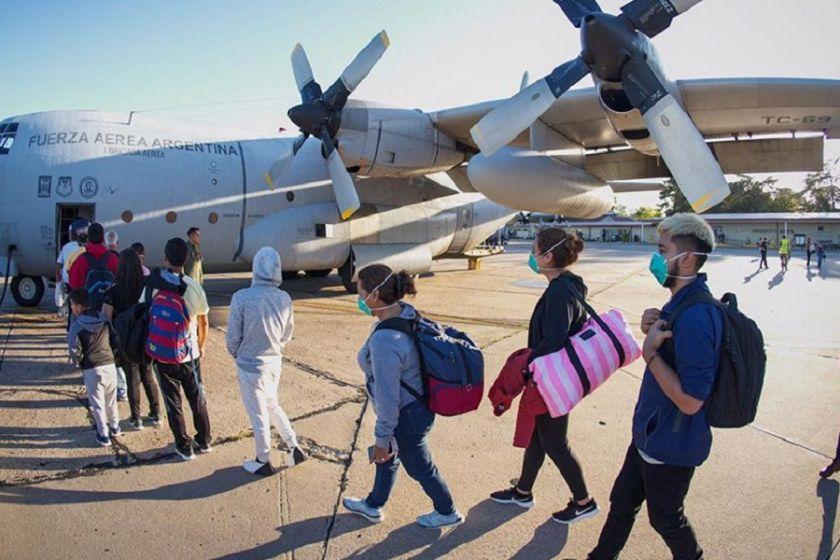 """"""" RESCATANDO ARGENTINOS POR EL MUNDO """": Dos aviones Hércules arribaron al país con 140 argentinos varados en Perú"""