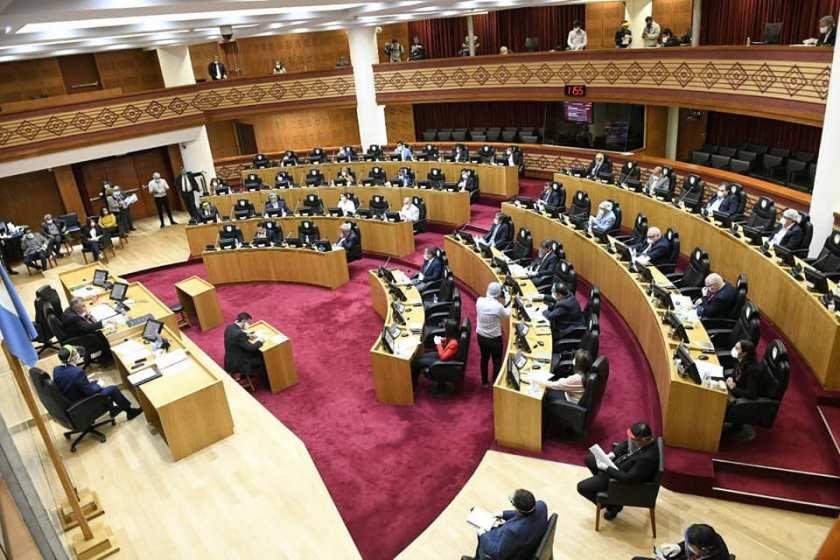 TUCUMAN: Durante Abril y Mayo, el Banco Macro no podría hacer descuentos en los haberes de los estatales