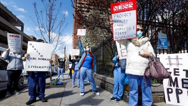 """EEUU, """" CAOS, DESCONTROL, INEFICIENCIA Y APRIETES """": hospitales amenazaron despedir a los médicos que denuncien falta de material"""