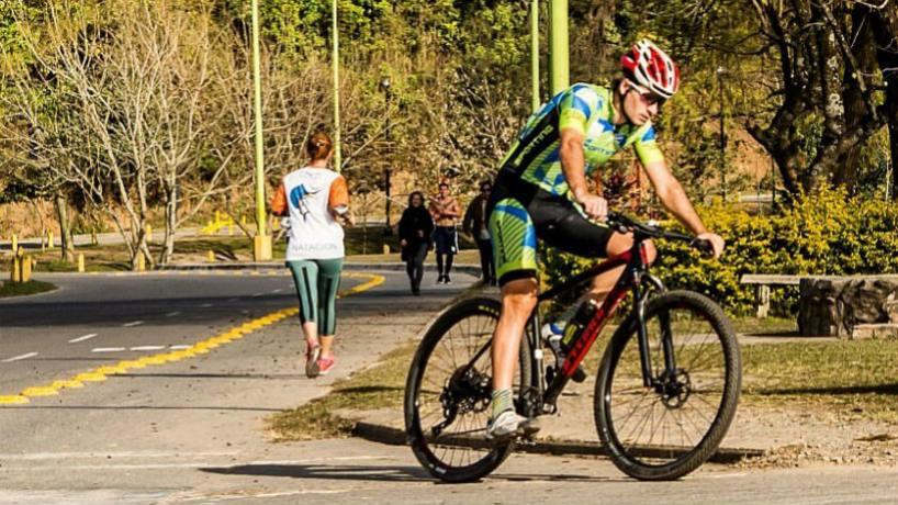 """"""" En Yerba Buena está prohibido hacer deporte en la vía pública"""", dijeron desde el municipio"""