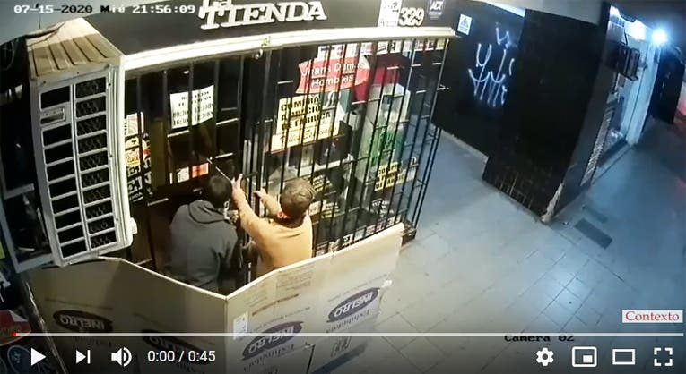 Trataron de  robar un local en el microcentro mientras se hacen pasar por indigentes