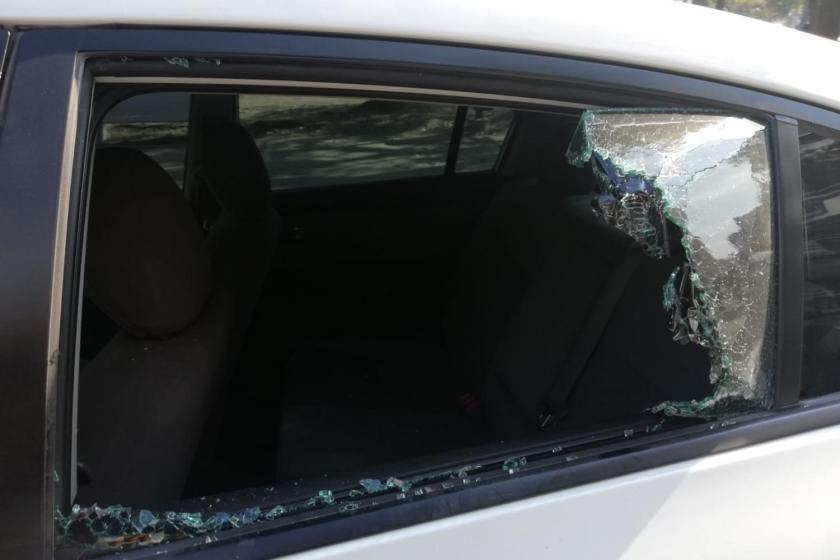 Motochorros rompevidrios: atacaron a un automovilista a la salida de la zona bancaria