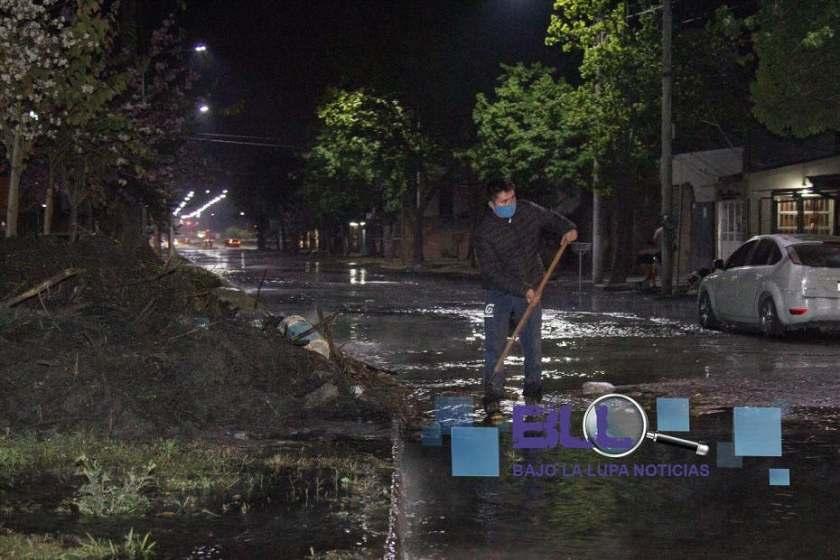 CONTAMINACION AMBIENTAL:Desbordó una acequia del ingenio La Corona e inundo varias calles en Concepcion