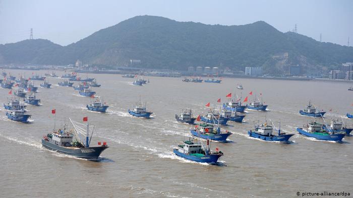 China envía una flota de 340 buques para depredar los recursos marítimos de Chile