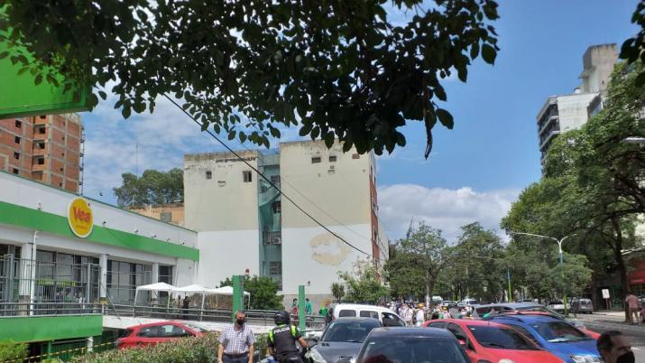 Incendio y explosión en un supermercado de Barrio Norte