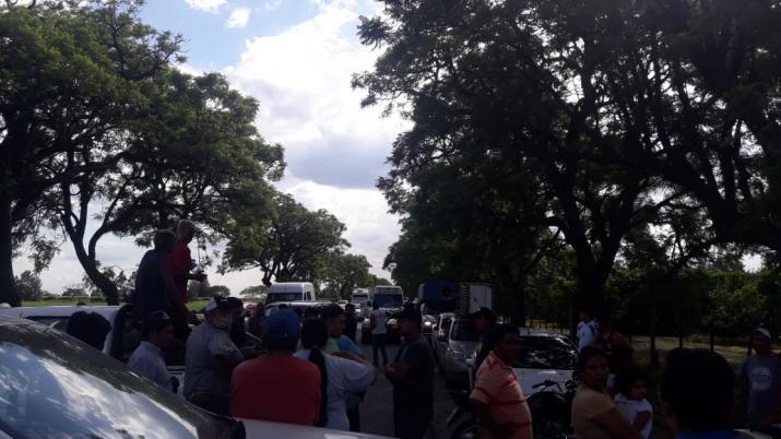 """""""Por el abandono de los delegados comunales y EDET """": Vecinos cortan la ruta en el Este de la provincia porque no tienen luz y agua desde el 24"""
