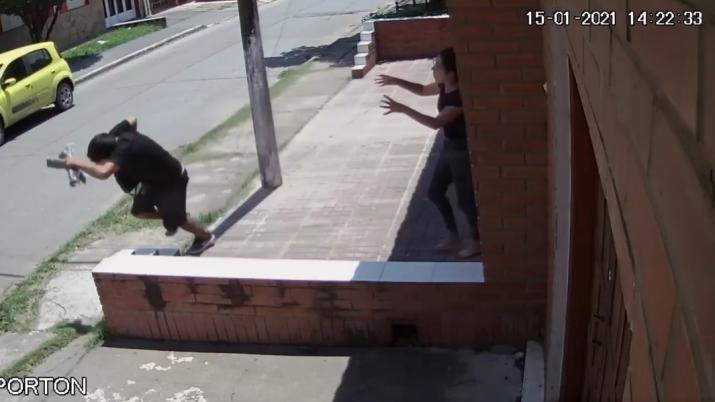 """Las calles siguen bajo control de los motochorros: """" Asaltaron  a una joven mientras esperaba al médico en barrio Jardín """""""