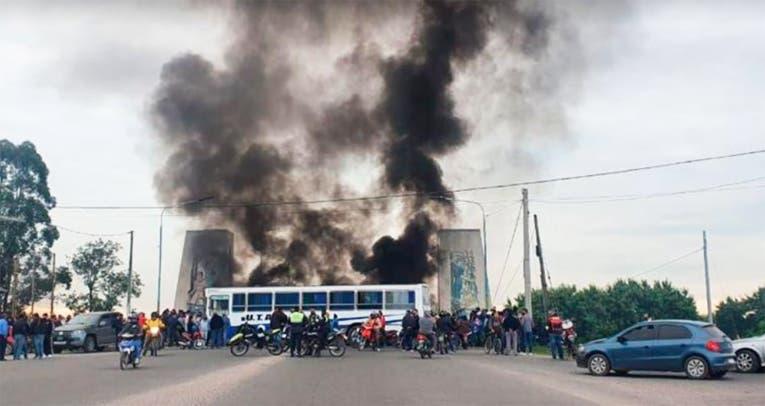 PARO DEL TRANSPORTE: San Miguel de Tucuman sitiada por choferes de UTA con diferentes cortes en los accesos a la Capital
