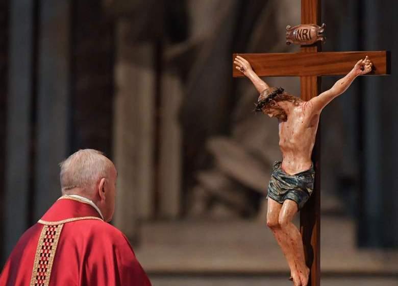 Francisco presidió celebración de la Pasión del Señor en Viernes Santo