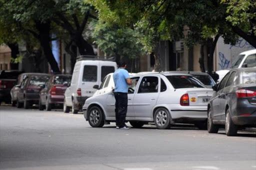 """"""" Se terminarían los aprietes de los trapitos """": San Miguel de Tucumán tendrá un nuevo sistema de estacionamiento pago"""