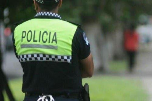 Motochorros le robaron el arma reglamentaria a un policía y le dispararon en una pierna