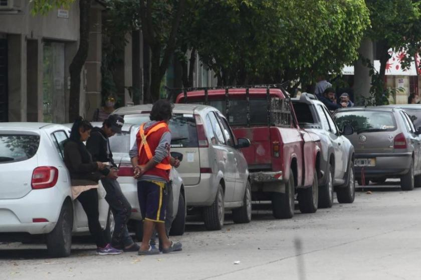 TUCUMAN: Costará $48 por hora estacionar en las calles de Capital y 500 trabajadores informales perderán su sustento