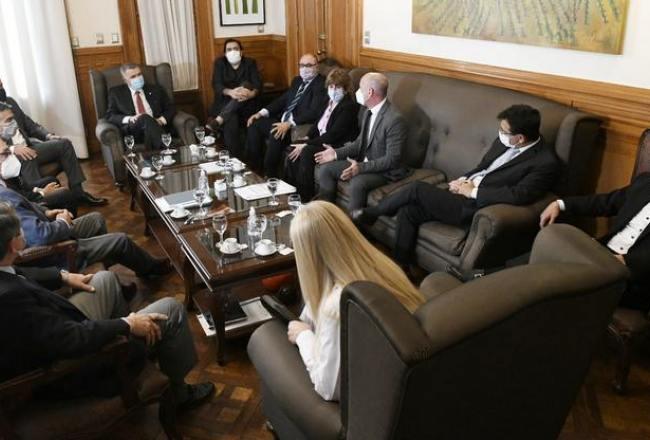 Osvaldo Jaldo ratificó en sus cargos a todos los ministros, tambien a Lichtmajer y Maley