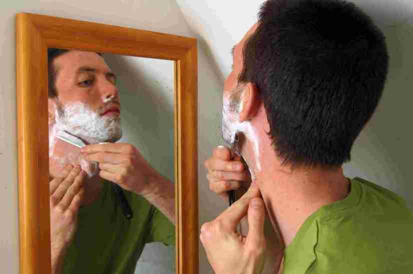 sueños con cortarse mientras se afeita