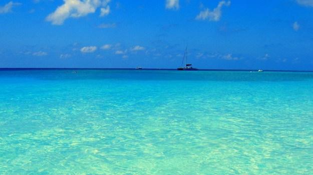 La imagen tiene un atributo ALT vacío; su nombre de archivo es oceano-azul-turquesa.jpg