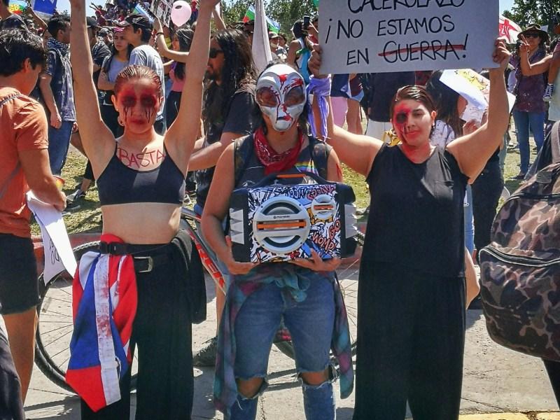 Protestas en Chile. A tus balazos, cacerolazos.