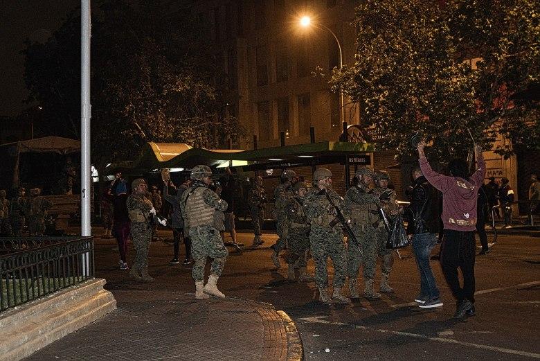 Militares en toque de queda de Santiago