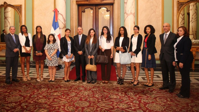 PRESIDENTE MEDINA Y ESTUDIANTES DOMINICANOS EN ESPAÑA
