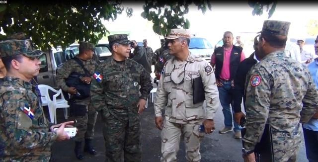 ministro-de-defensa-y-el-directgor-del-cesfront-en-la-zona-de-la-frontera