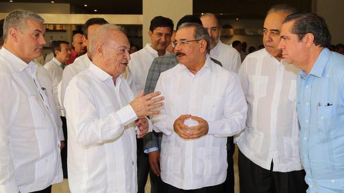 presidente-invitados-y-funcionarios