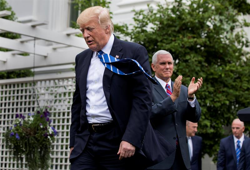 Trump dijo a rusos que Comey estaba 'chiflado': NYT