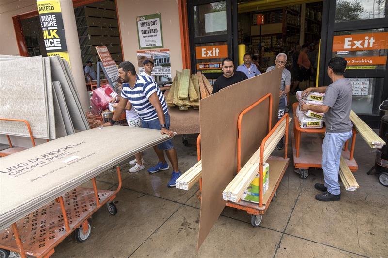 Habitantes de Florida dudan sobre evacuaciones