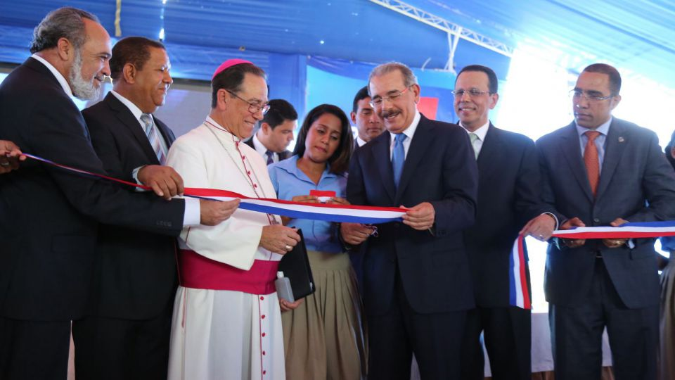 Image result for Presidente Medina deja en funcionamiento 911 en Higuey