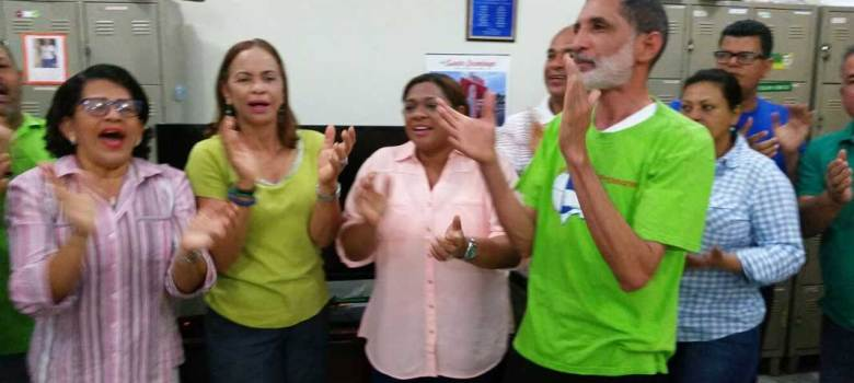Profesores de Santiago se declaran en rebeldía contra ADP