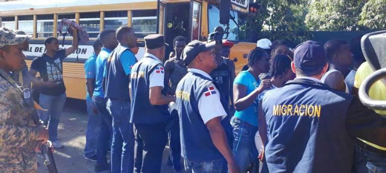 Santiago Rodríguez: 510 haitianos atrapados por migración