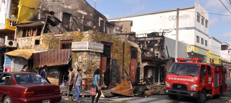 Fuego destruye dos tradicionales librerías de Santiago...El fuego dejó como resultado pérdidas millonarias, reportaron este sábado sus propietarios https://noticia.do/fuego-destruye-dos-tradicionales-librerias-de-santiago/ …