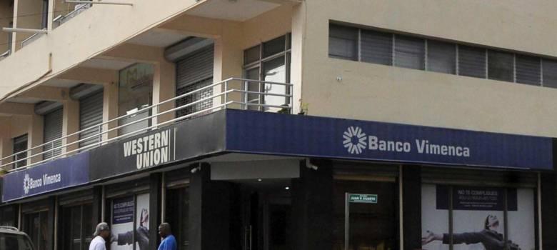 Roban 11 millones de pesos durante asalto Banco Vimenca