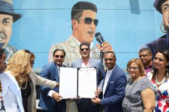 Alcalde Abel Martinez,hace entrega a Eddy Herrera