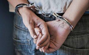 Arrestan hombre obligó hija menor abortara
