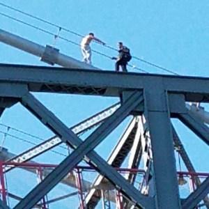 Hombre intentó saltar del puente Williamsburg