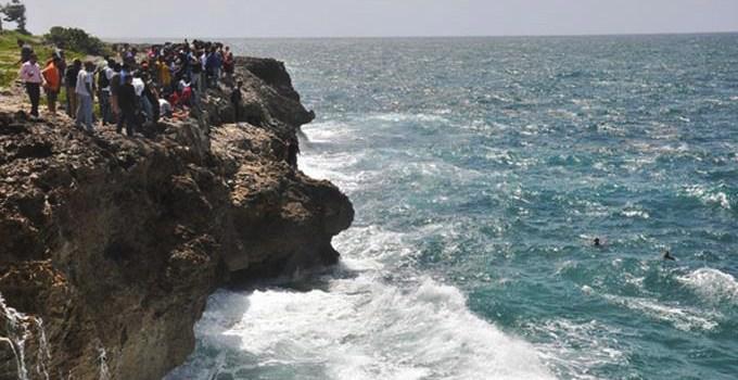 Hombre se habría lanzado a las aguas del mar Caribe