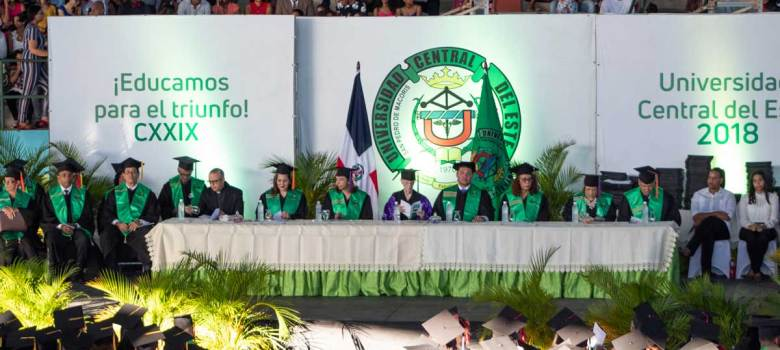 UCE gradúa 483 nuevos profesionales