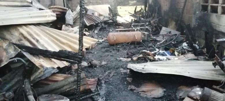 Incendio destruye negocio carretera Jacagua