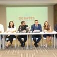 Santo Domingo, D.N.- El Comité Electoral de la Asociación Nacional de Jóvenes Empresarios (ANJE) anunció en una rueda de prensa los detalles de los debates electorales a nivel municipal que se celebrarán el próximo miércoles 5 de febrero, en el marco de las próximas elecciones de febrero, en horario de 8:00 PM – 10:00 PM. Los debates estarán siendo transmitidos en vivo a nivel nacional por una cadena compuesta por los canales de televisión Telesistema 11, Coral 39, CDN, Color Visión, y por las plataformas digitales de Twitter Periscope Prdoucer, Diario Libre, Acento TV y El Caribe, así como por las redes sociales @ANJE_RD. A los debates fueron convocados todos los candidatos inscritos ante la Junta Central Electoral a nivel Municipal, tanto en el Distrito Nacional como en Santiago de los Caballeros. ANJE anunció que todos los candidatos a alcalde por el Distrito Nacional han confirmado su participación, mientras que en Santiago de los Caballeros han confirmado seis de los siete candidatos inscritos. Los candidatos confirmados a los debates municipales 2020 por el Distrito Nacional son: Bartolomé Pujals por Alianza País (ALPAÍS), Carolina Mejía por el Partido Revolucionario Moderno (PRM), Domingo Contreras por el Partido de la Liberación Dominicana (PLD), Hugo Beras por el Partido Revolucionario Dominicano (PRD), Juan de Dios (Johnny) Ventura por el Partido Reformista Social Cristiano (PRSC), Marcel Fonfrías por el Partido Demócrata Institucional (PDI) y Michael Miguel Holguín por el Partido Verde Dominicano. Los candidatos a alcalde confirmados por Santiago de los Caballeros son: Deivi Salgado Jiménez por Alianza País (ALPAÍS), José Eugenio Martínez por el Partido Cívico Renovador (PCR), José Ulises Rodríguez por el Partido Revolucionario Moderno (PRM), Juan Gilberto Serulle por el Partido Revolucionario Dominicano (PRD), Rafael Cruz (Papito) por el Partido Reformista Social Cristiano (PRSC) y Yasser Serulle Ferdinand por el Partido Verde Dominicano. ANJE notificó q
