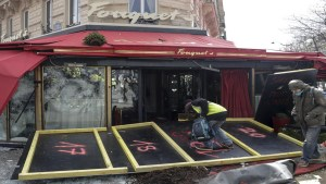 El célebre restaurant Fouquet's, frecuentado por famosos, también fue atacado. Foto cortesía