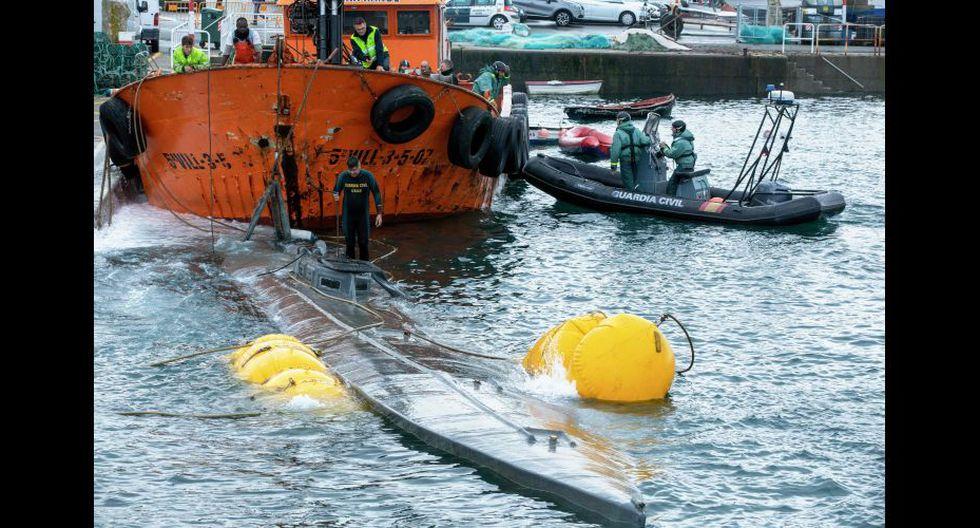 El narcosubmarino mide más de 20 metros de eslora y está fabricado en fibra de vidrio. Foto cortesía