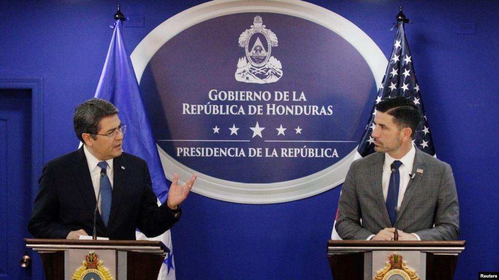 El presidente Juan Orlando Hernández y el secretario de seguridad Chad Wolf se reunieron en Tegucigalpa. Foto cortesía