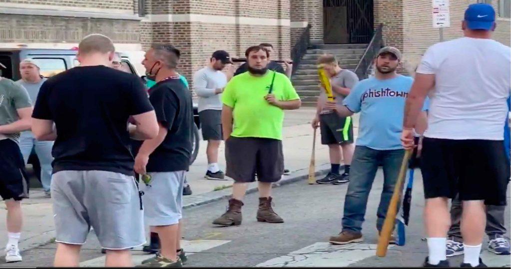 Vigilantes en Filadelfia - El Sol Latino
