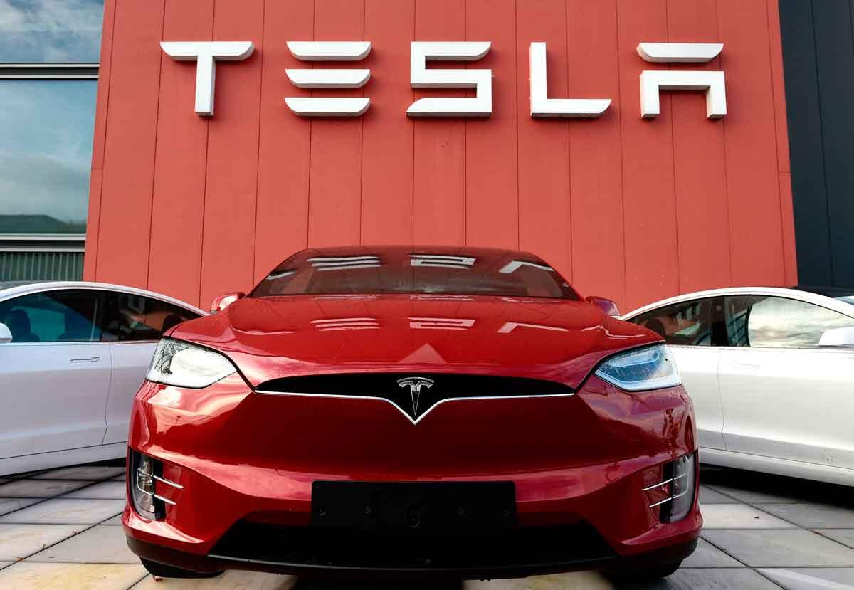 Tesla con bitcoins - El Sol Latino