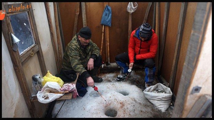 Pescando en las cabañas de Ust Barguzin, Siberia