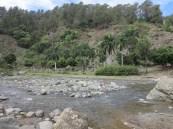 Creuar el riu per arribar a La Higuera