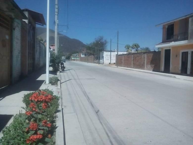 Calle de la colonia Magisterial con concreto Nuevo. Tuxpan, Jalisco.